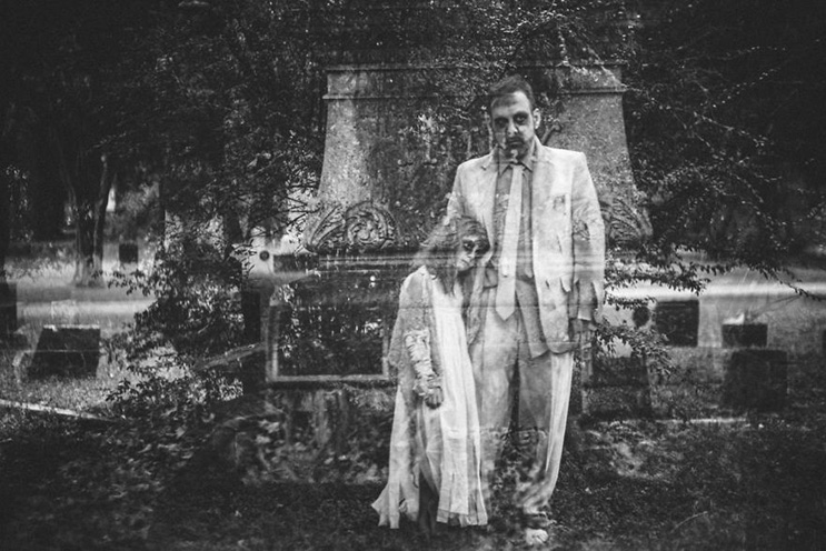 esta-fotografa-hace-con-su-hija-y-esposo-las-fotos-mas-alucinantes-para-halloween-14