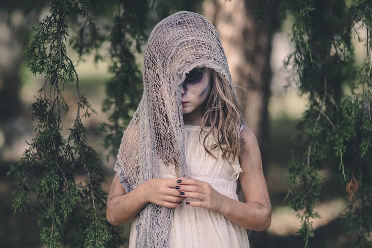 esta-fotografa-hace-con-su-hija-y-esposo-las-fotos-mas-alucinantes-para-halloween-15
