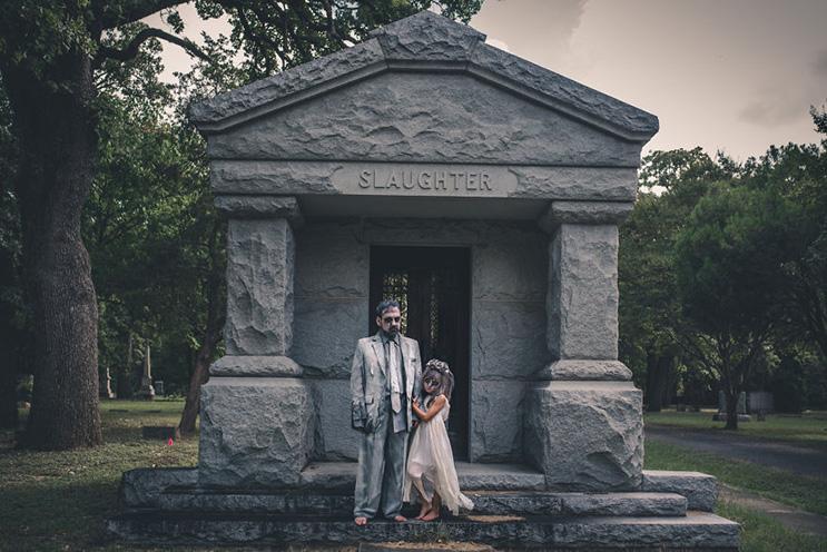 esta-fotografa-hace-con-su-hija-y-esposo-las-fotos-mas-alucinantes-para-halloween-16