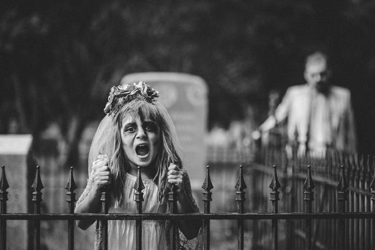 esta-fotografa-hace-con-su-hija-y-esposo-las-fotos-mas-alucinantes-para-halloween-18