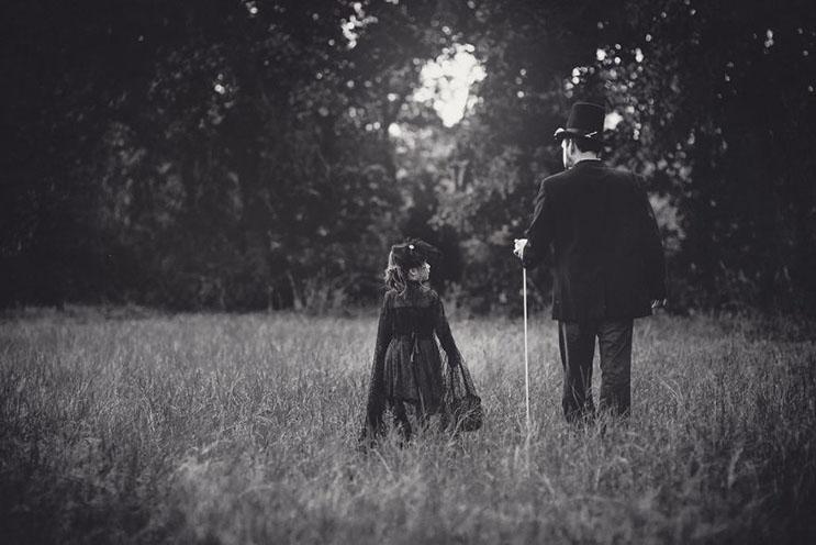 esta-fotografa-hace-con-su-hija-y-esposo-las-fotos-mas-alucinantes-para-halloween-2