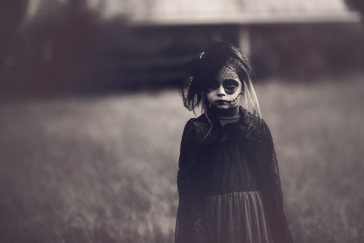 esta-fotografa-hace-con-su-hija-y-esposo-las-fotos-mas-alucinantes-para-halloween-3