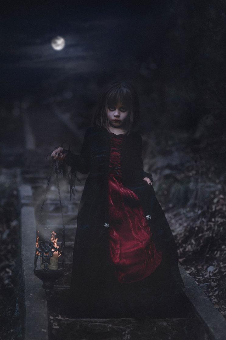 esta-fotografa-hace-con-su-hija-y-esposo-las-fotos-mas-alucinantes-para-halloween-6