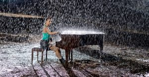 Esta pianista y cosplayer rinde un homenaje a Tomb Raider que sorprenderá