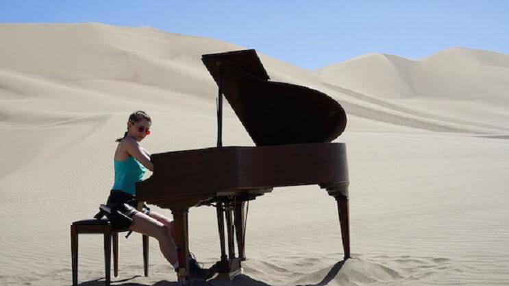 esta-pianista-y-cosplayer-rinde-un-homenaje-a-tomb-raider-que-sorprendera-2