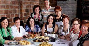 Estas abuelas remplazaron a los chefs y han hecho de un restaurante el mejor con comida casera
