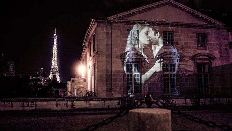 estas-proyecciones-llenaron-de-afecto-las-calles-de-paris-10