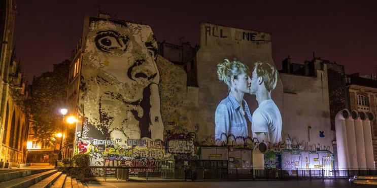 estas-proyecciones-llenaron-de-afecto-las-calles-de-paris-12