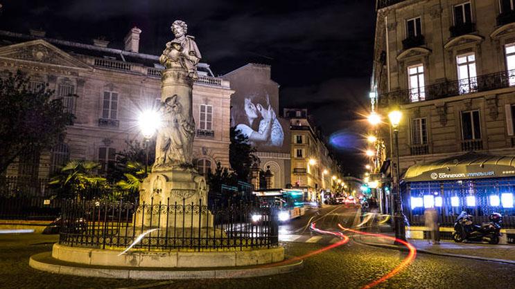 estas-proyecciones-llenaron-de-afecto-las-calles-de-paris-15