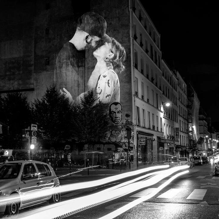 estas-proyecciones-llenaron-de-afecto-las-calles-de-paris-2