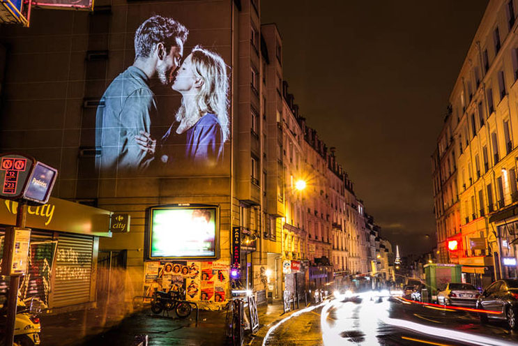estas-proyecciones-llenaron-de-afecto-las-calles-de-paris-22