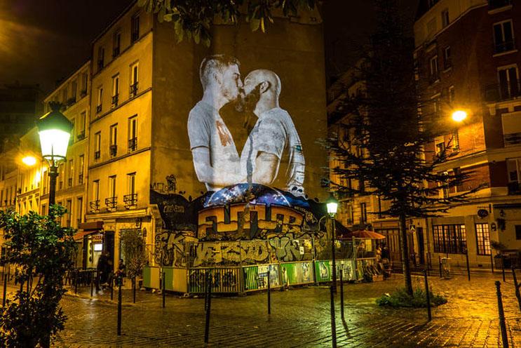 estas-proyecciones-llenaron-de-afecto-las-calles-de-paris-4
