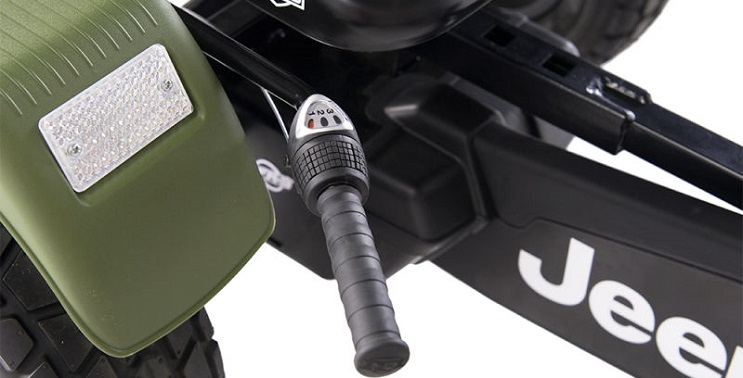 este-carro-de-jeep-es-lo-que-todo-pequeno-off-roader-necesita-caja-cambios
