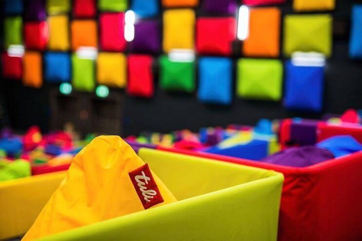 este-cine-es-lo-mas-colorido-que-veran-y-dan-ganas-de-ir-solamente-para-sentarse-07