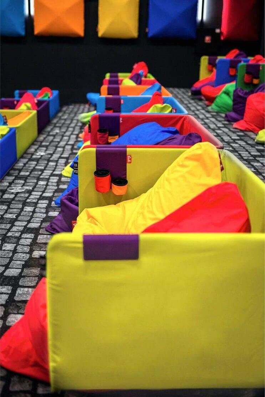 este-cine-es-lo-mas-colorido-que-veran-y-dan-ganas-de-ir-solamente-para-sentarse-09