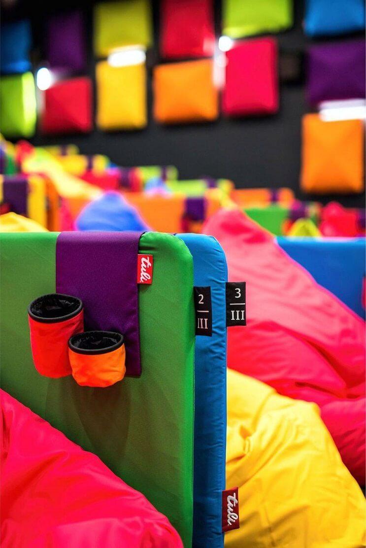 este-cine-es-lo-mas-colorido-que-veran-y-dan-ganas-de-ir-solamente-para-sentarse-10