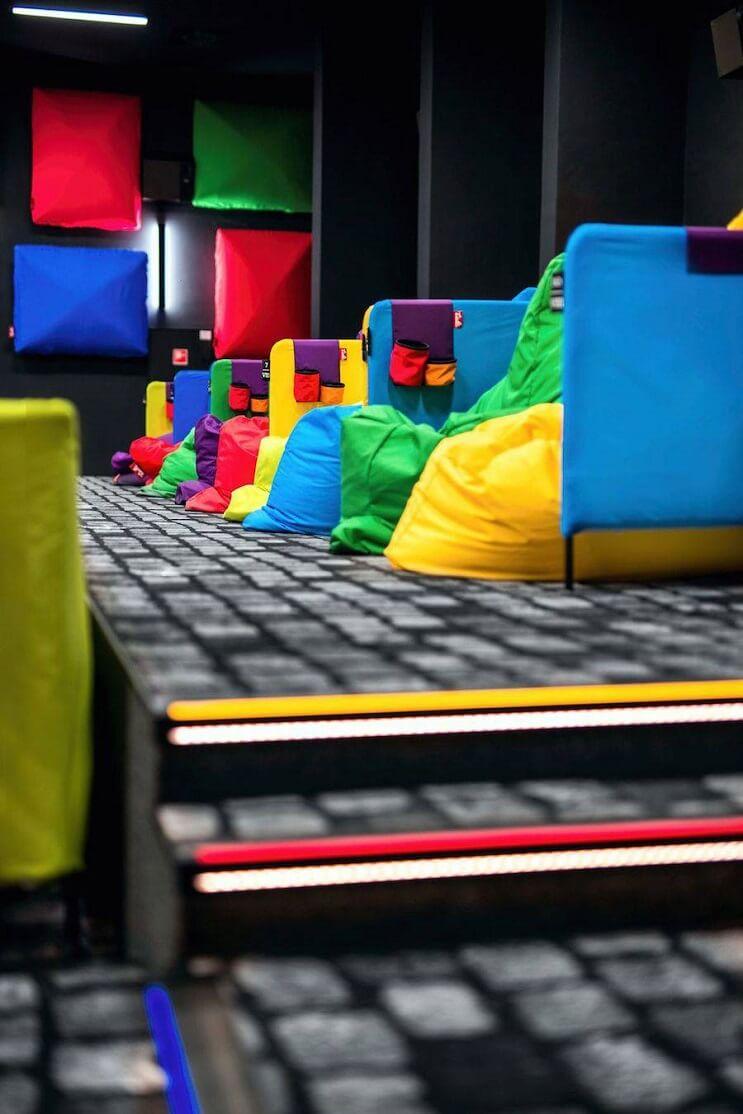 este-cine-es-lo-mas-colorido-que-veran-y-dan-ganas-de-ir-solamente-para-sentarse-11