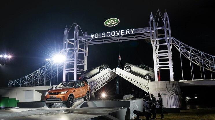 land-rover-rompe-un-record-mundial-con-este-singular-puente-de-lego-levadizo