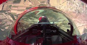 Las acrobacias que realiza este piloto no son aptas para cardíacos