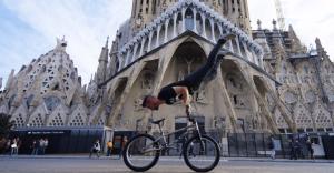 Lo que este atleta hace con su bicicleta es algo realmente impresionante