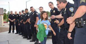 Lo que estos policías hicieron por esta niña nos muestra la esencia del compañerismo ante una defunción