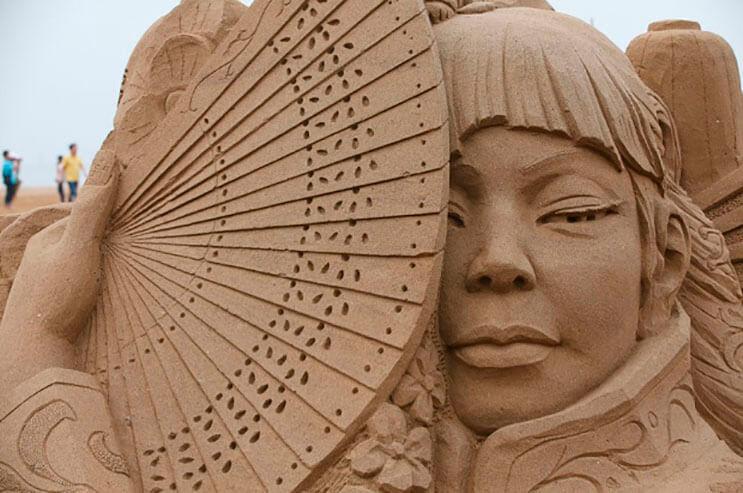 lo-que-hace-este-escultor-con-la-arena-le-da-un-nuevo-significado-al-dia-de-playa-13