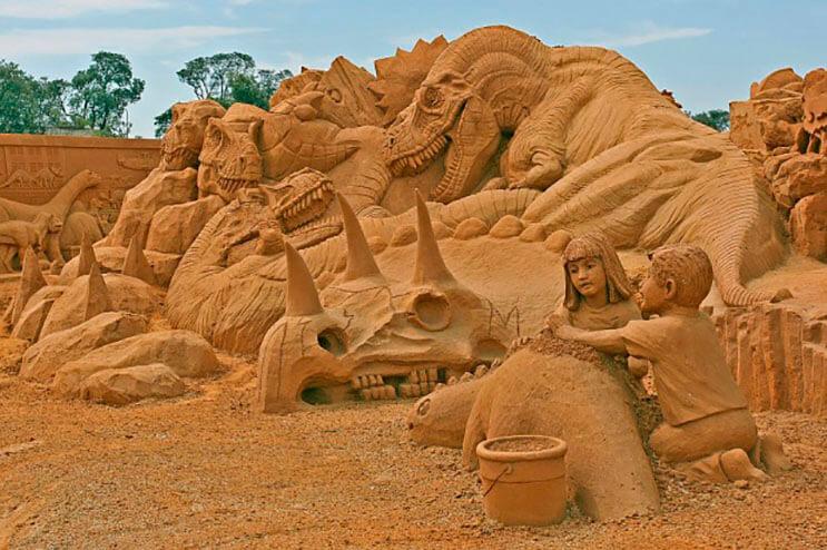 lo-que-hace-este-escultor-con-la-arena-le-da-un-nuevo-significado-al-dia-de-playa-14