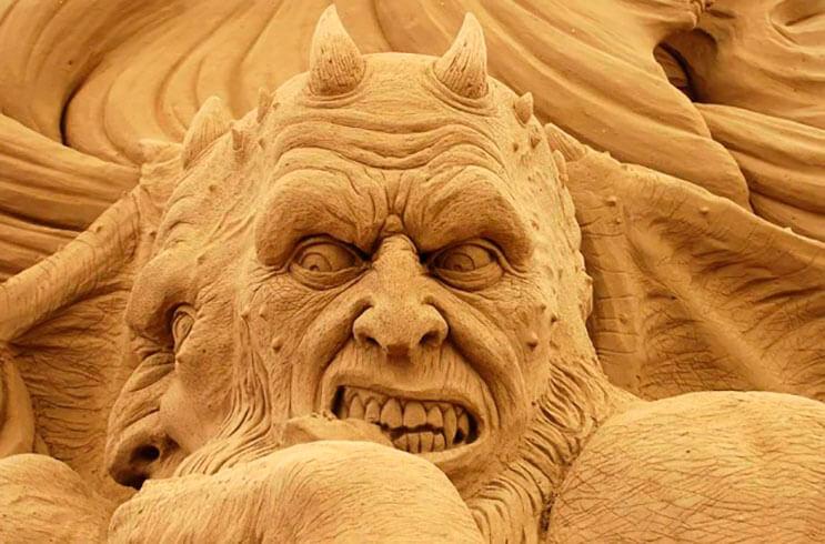 lo-que-hace-este-escultor-con-la-arena-le-da-un-nuevo-significado-al-dia-de-playa-5