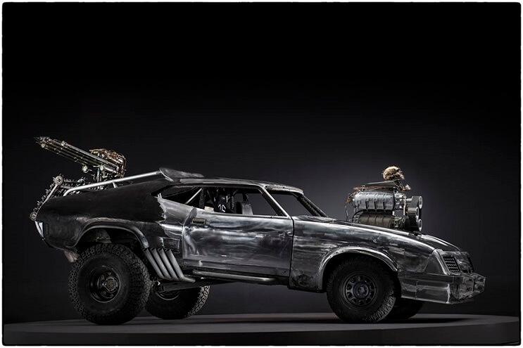 los-vehiculos-de-mad-max-antes-de-ser-preparados-para-la-accion-21