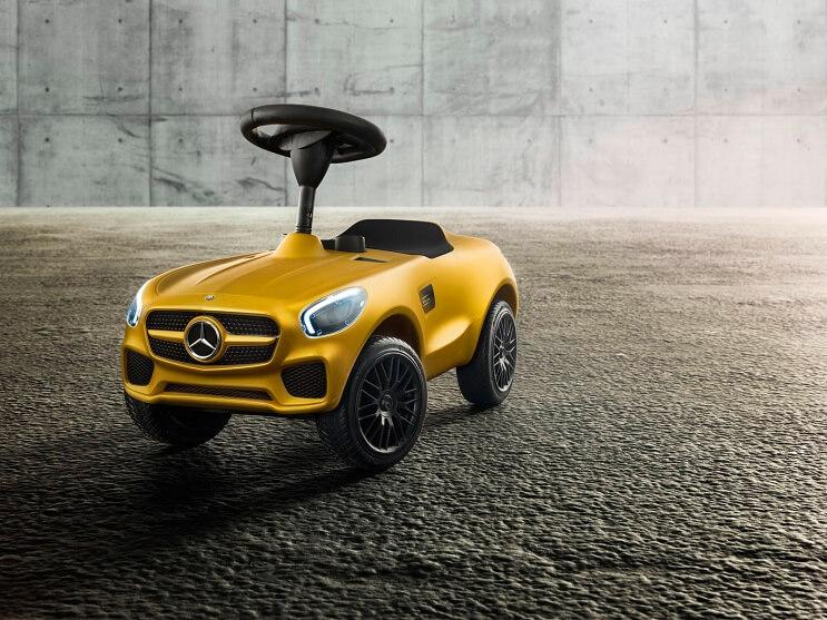 mercedes-benz-presenta-un-vehiculo-de-106-amarillo-capote