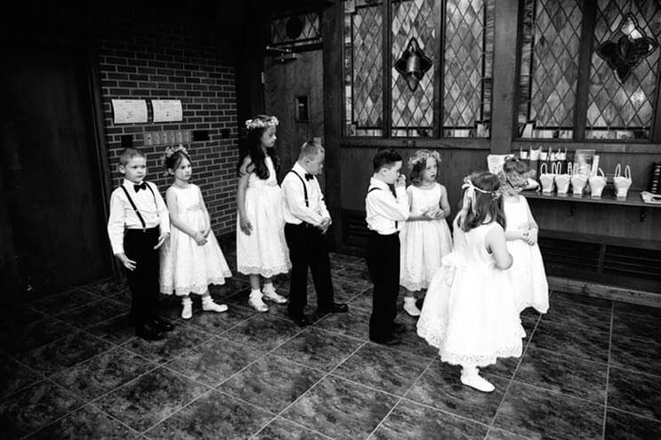 profesora-de-alumnos-con-sindrome-de-down-hace-con-ellos-los-pajes-mas-adorables-para-su-boda-2