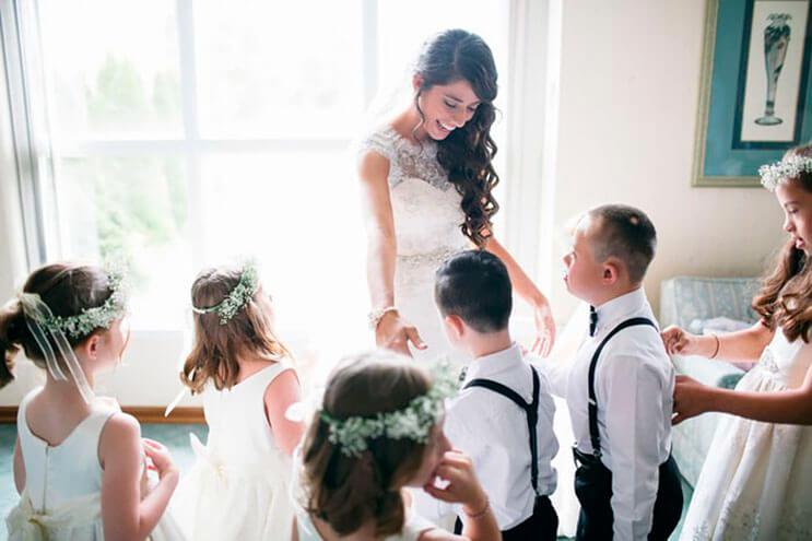 profesora-de-alumnos-con-sindrome-de-down-hace-con-ellos-los-pajes-mas-adorables-para-su-boda-3