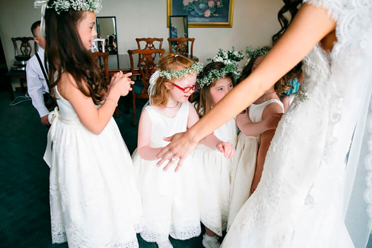 profesora-de-alumnos-con-sindrome-de-down-hace-con-ellos-los-pajes-mas-adorables-para-su-boda-4