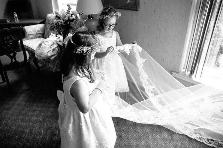 profesora-de-alumnos-con-sindrome-de-down-hace-con-ellos-los-pajes-mas-adorables-para-su-boda-8