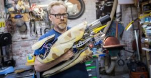 Protagonista de Mythbusters crea una réplica del arma de El Quinto Elemento