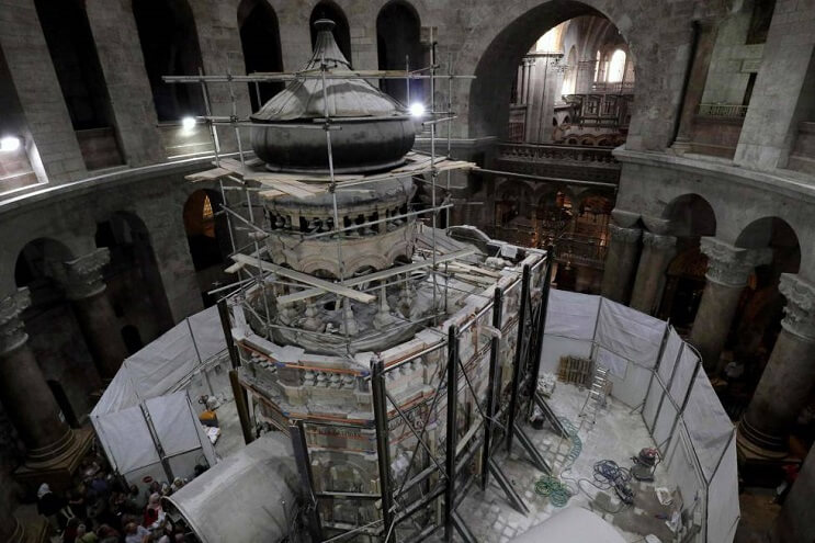 tras-estar-por-5-siglos-cerrada-la-tumba-de-cristo-ha-sido-reabierta-cupula
