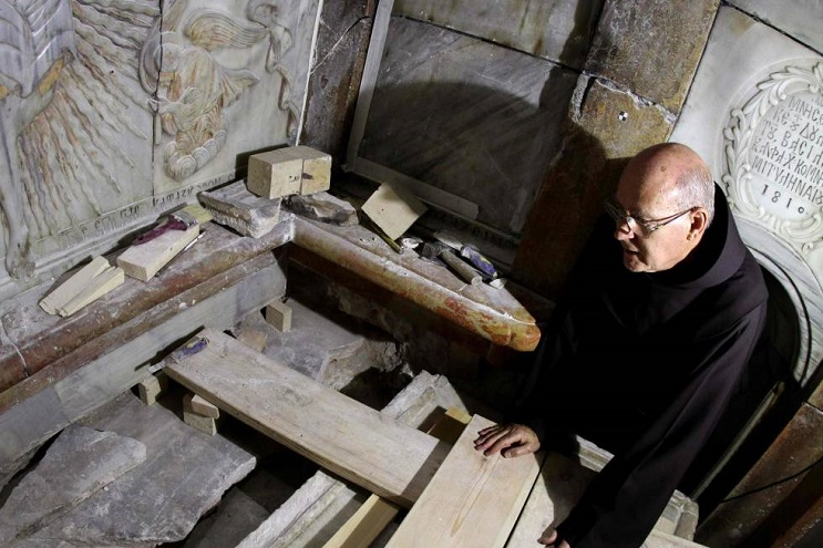tras-estar-por-5-siglos-cerrada-la-tumba-de-cristo-ha-sido-reabierta-restauracion-05