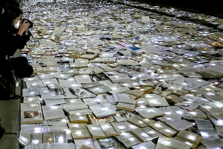 una-calle-en-canada-cubierta-con-10000-libros-para-los-amantes-de-la-lectura-06