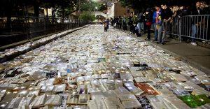 Una calle en Canadá cubierta con 10,000 libros para los amantes de la lectura