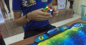 Armó el cubo Rubik en sólo cinco segundos ¡Sorprendente!