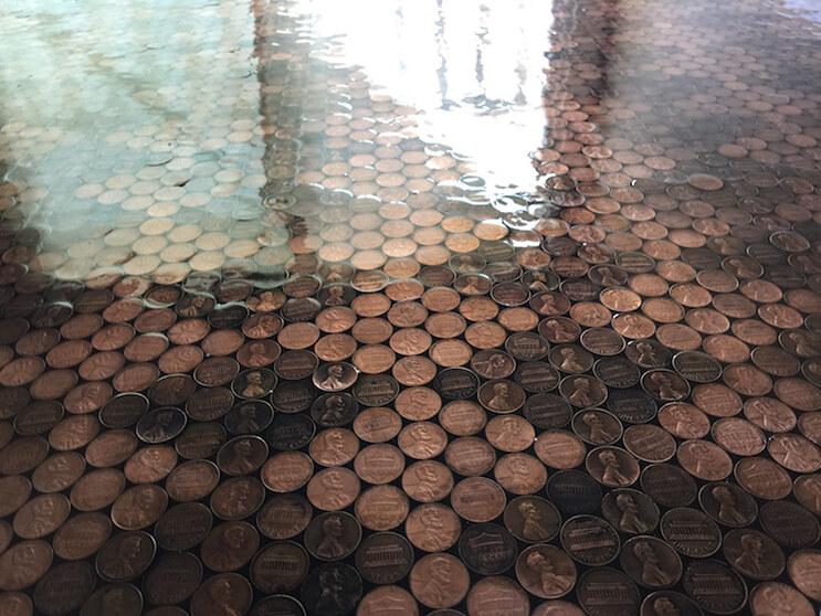 aunque-no-lo-creas-este-piso-esta-hecho-con-monedas-12