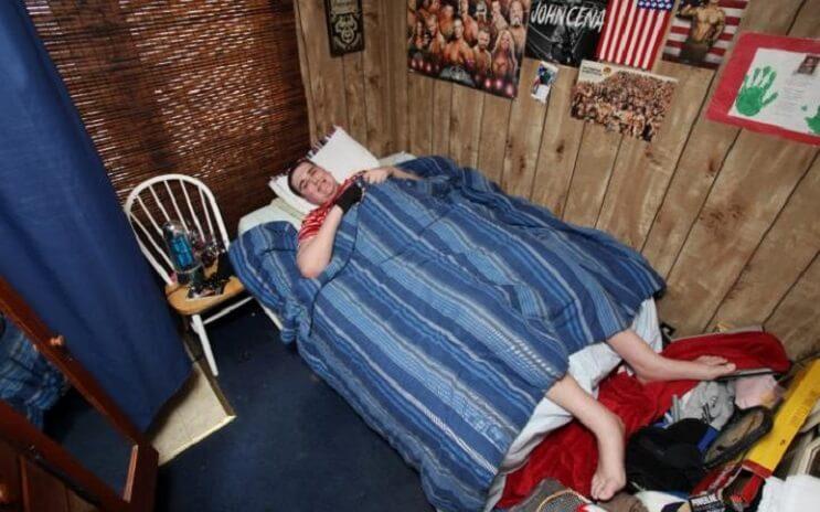conoce-al-adolescente-mas-alto-del-mundo-y-la-pesadilla-que-esto-significa-para-el-cama
