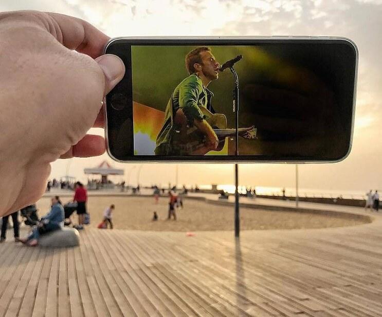 divertidas-escenas-creadas-utilizando-un-smartphone-concierto