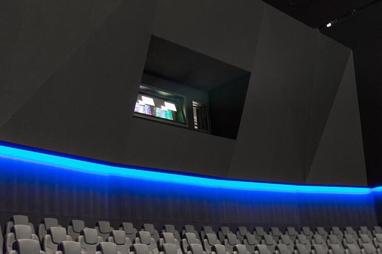 dolby-presenta-el-cine-mas-alucinante-jamas-antes-creado-proyector-02