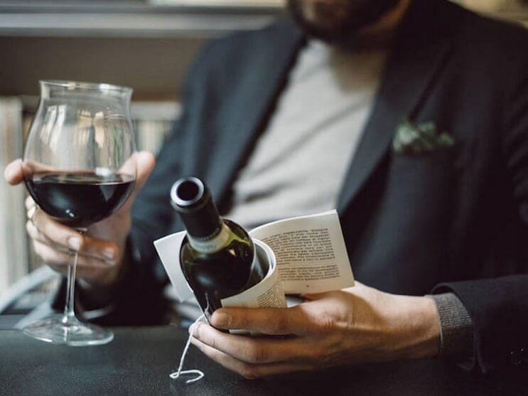 esta-botella-de-vino-trae-historias-en-su-etiqueta-para-acompanar-ese-momento-con-lectura-06