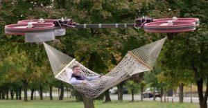Esta hamaca impulsada con drones es lo que tus momentos de descanso necesitan