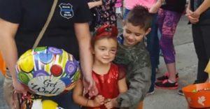 Esta niña fue atacada por un perro y por ello movieron Halloween para otra fecha para que ella también lo pueda disfrutar