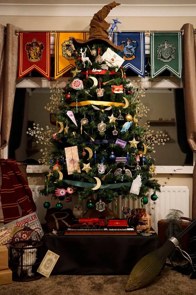 este-arbol-de-harry-potter-le-da-verdadera-magia-a-la-navidad-1