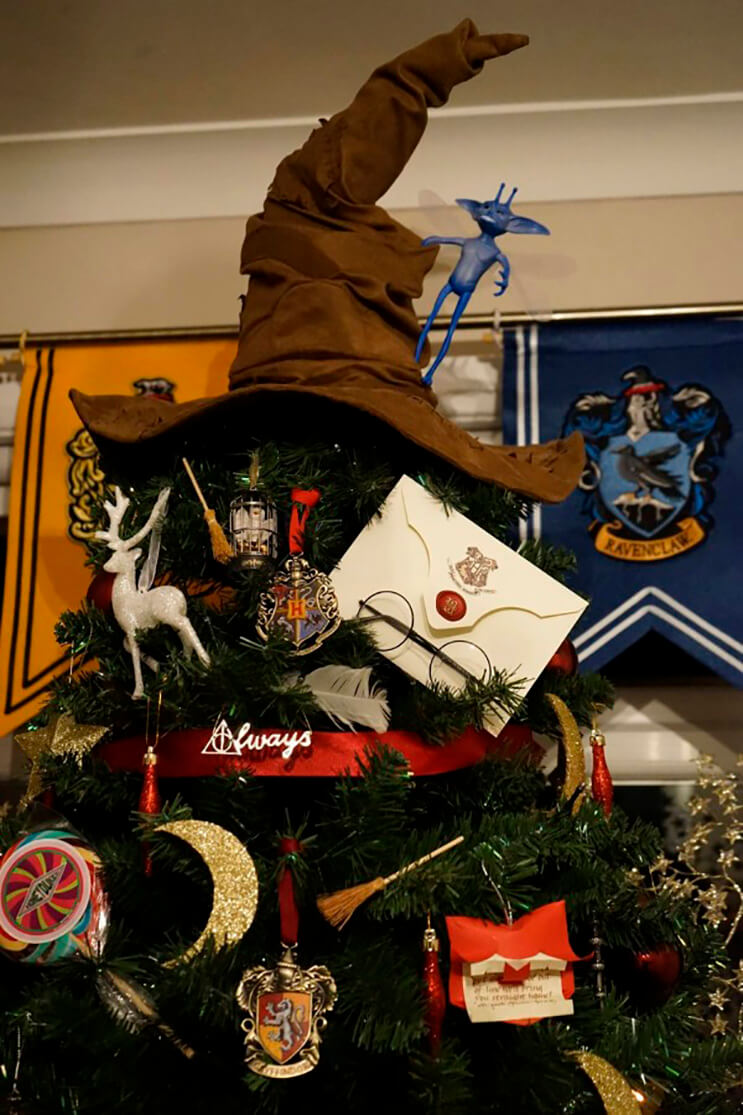 este-arbol-de-harry-potter-le-da-verdadera-magia-a-la-navidad-2