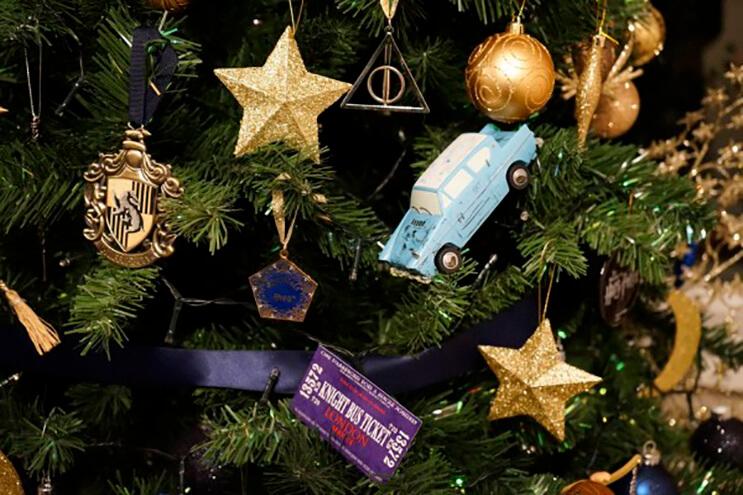este-arbol-de-harry-potter-le-da-verdadera-magia-a-la-navidad-4